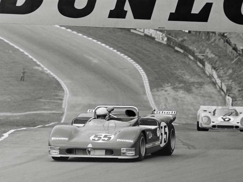 12---55-T33-leads-Siffert-Bell-917-up-into-Druids-before-blowing-up-engine